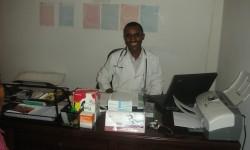 Consulta pediatrica en la casa de transición de bole