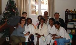 15 familia de tereas y enrique jnto al arbol de navidad