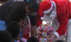 6 entregando los regalos
