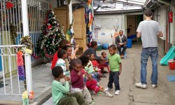 6 esperando los regalos