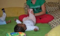 dando un masaje relajante