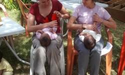 Irene-y-Belenvoluntariasdando-un-masage